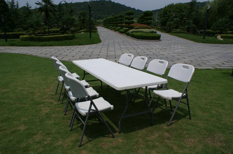 Стол для кейтеринга складной прямоугольный S-0312 2420x740 - вид на выездном мероприятии